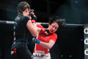 Grass vs. Inoue Courtesy Esther Lynn/InvictaFC
